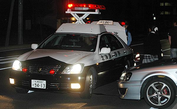 カー 時 警察 チェイス 24
